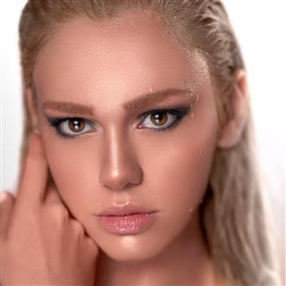 Beauty Expressed in Colours - Lara Bella Vella Make-up Artist
